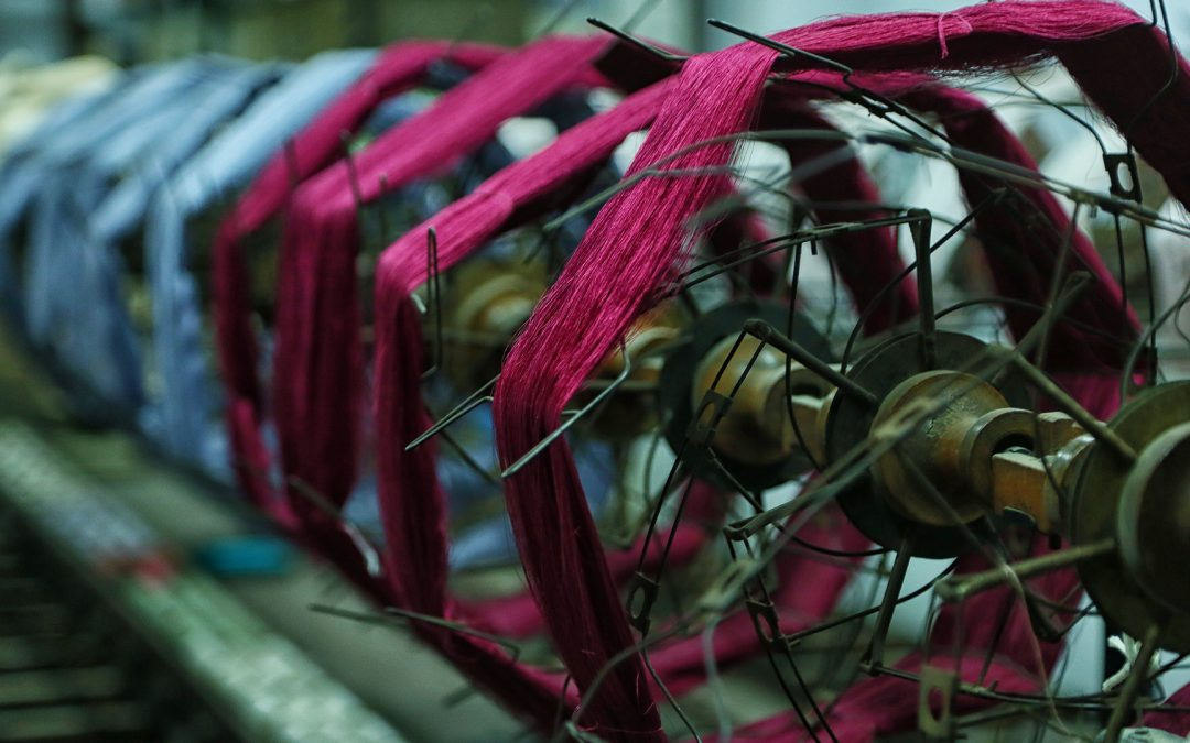 ¿Cómo se realiza el tejido manual de espolines?